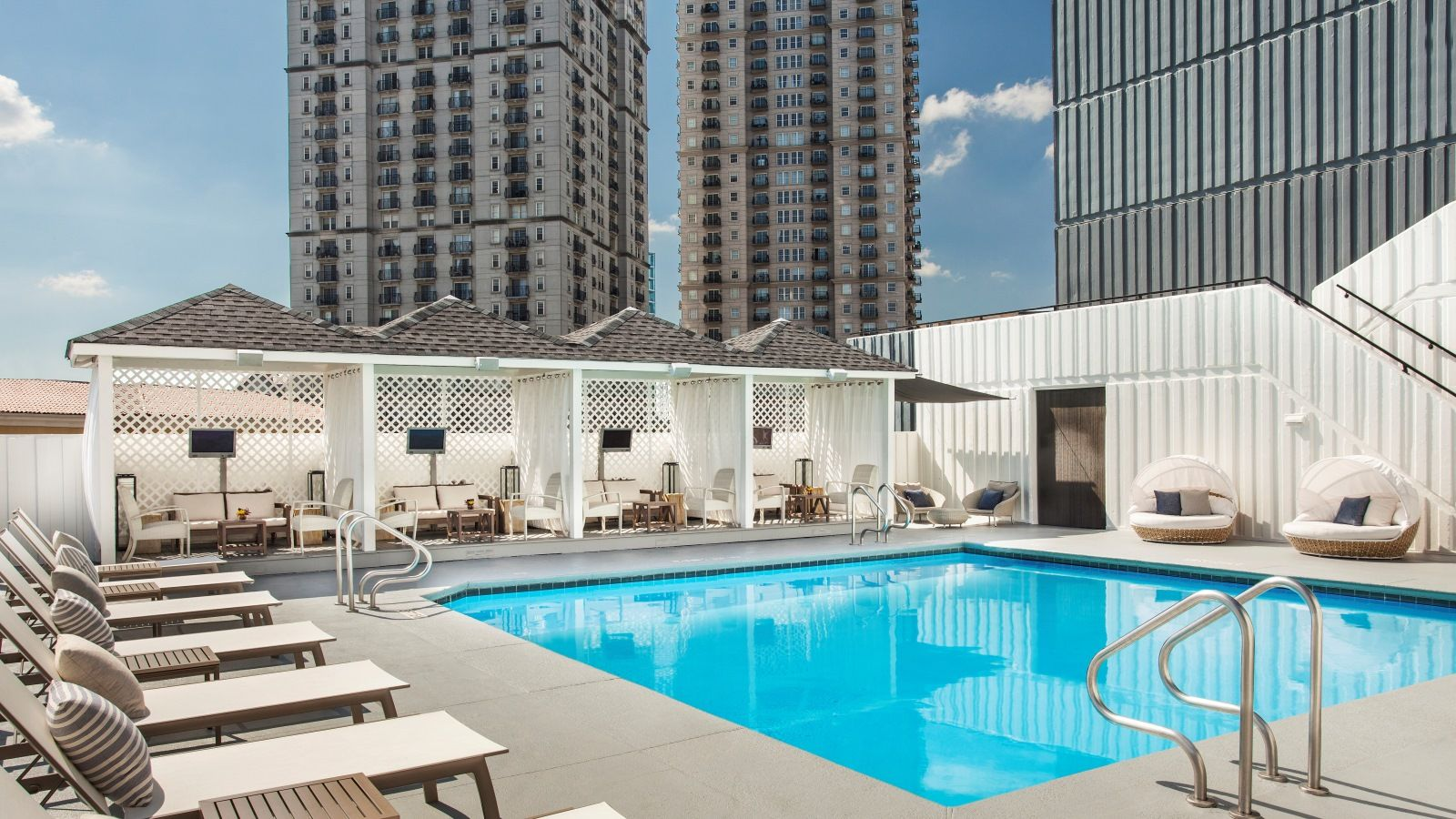 Wetdeck W Atlanta Midtown